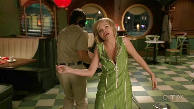 http://www.the-frame.com/blog/wp-content/uploads/2007/10/pushing_daisies_1x02_190.jpg